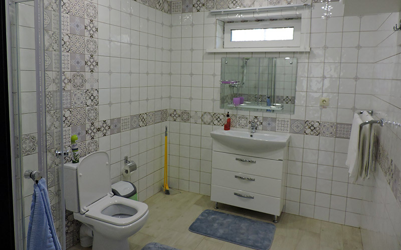 Интерьер коттеджа - санузел, туалет