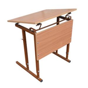 Стол можно не только отрегулировать по высоте, но и приподнять столешницу