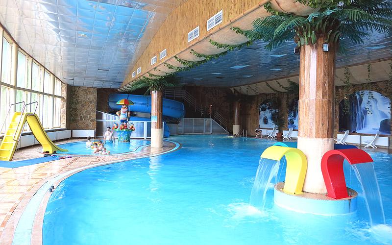 Детский бассейн аквацентр горки аквапарк в Подмосковье (Яхонты Ногинск)