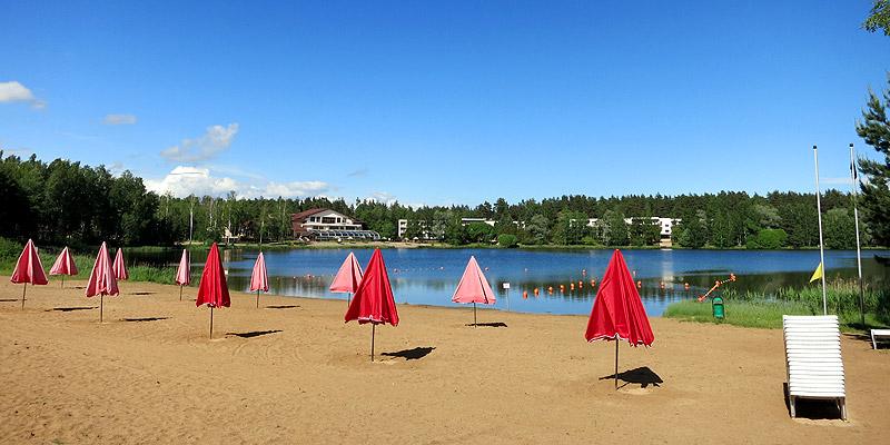 Песчаный пляж в Подмосковье Ногинск зонт шезлонг