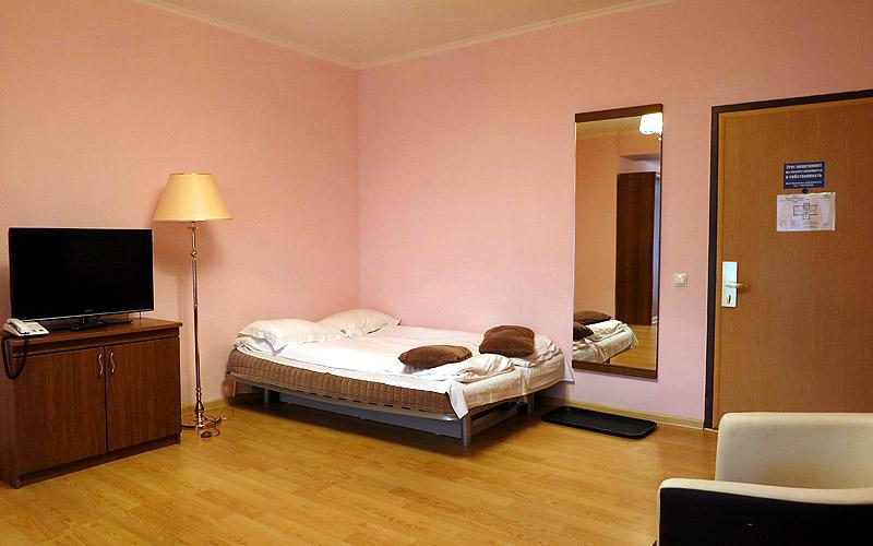 Раскладывающийся диван - дополнительное место в номере