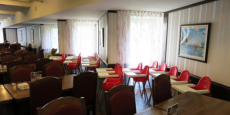 Детские стульчики в ресторане