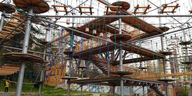 Высотно-веревочный парк «Skytown Sochi»