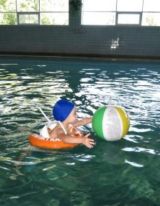 Как научить ребенка плаванию