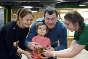 Погладить обитателей «Ручного зоопарка» захочется не только детям, но и родителям