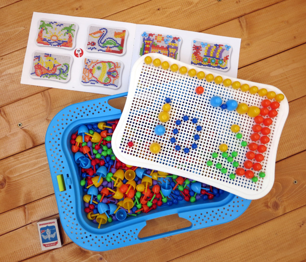 300 разноцветных штырька и инструкция в комплекте