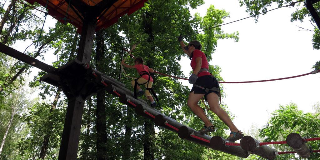 Подъем по веревочной лестнице