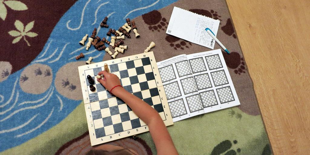 Игра в шахматы для начинающих детей