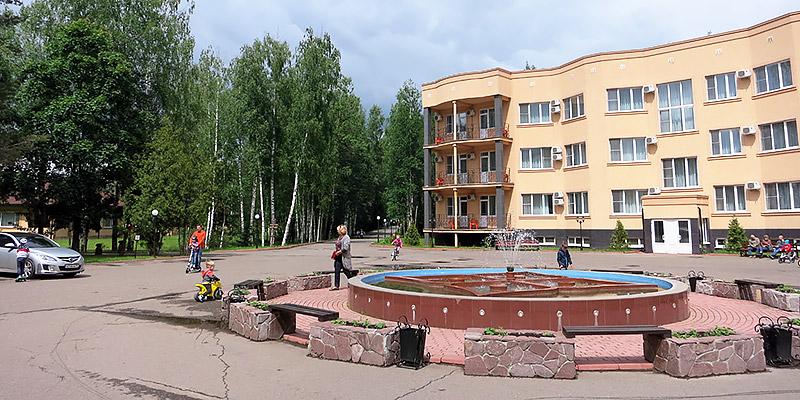 Фонтан в центре комплекса Яхонты Ногинск
