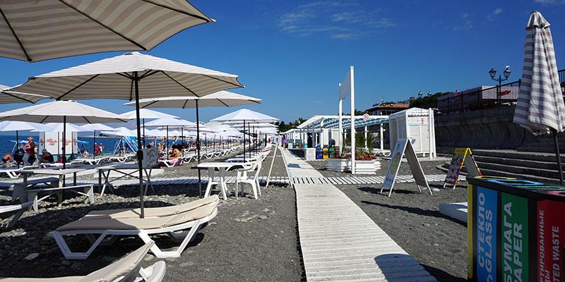 Бесплатный чистый галечный пляж